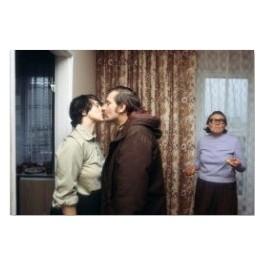 Pocałunek. Lech Wałęsa całuje żonę Danutę przed wyjściem do pracy, Polska 1980