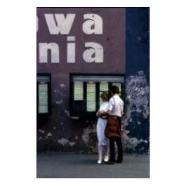 Stan wojenny. Para czytająca ogłoszenia, Wrocław, lato