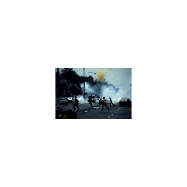 Stan wojenny. Gaz na ulicach. Potyczki uliczne w drugą rocznicę zakończenia strajku w Stoczni Gdańskiej, Warszawa, 31 sierpnia