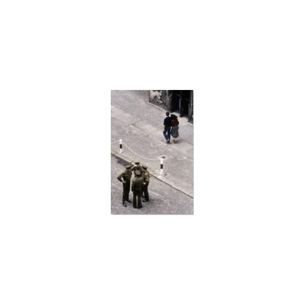 Żołnierze na ulicy pod Ratuszem. Stan wojenny, Wrocław, lipiec