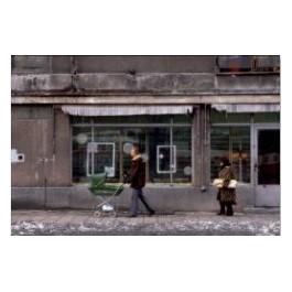 Szare miasto. Puste witryny sklepów. Gdańsk, stan wojenny, 4 marca